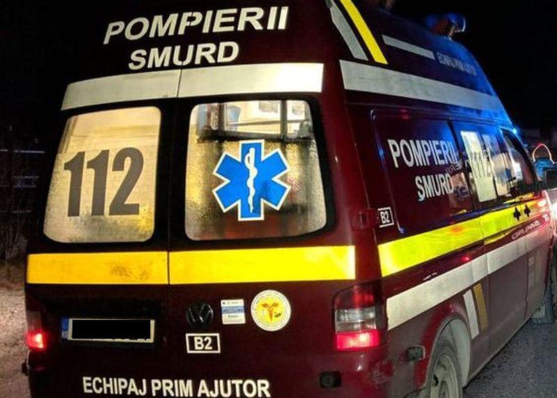 O mașină a intrat într-o cireadă de vaci, la Feldru. Șoferul a ajuns la spital