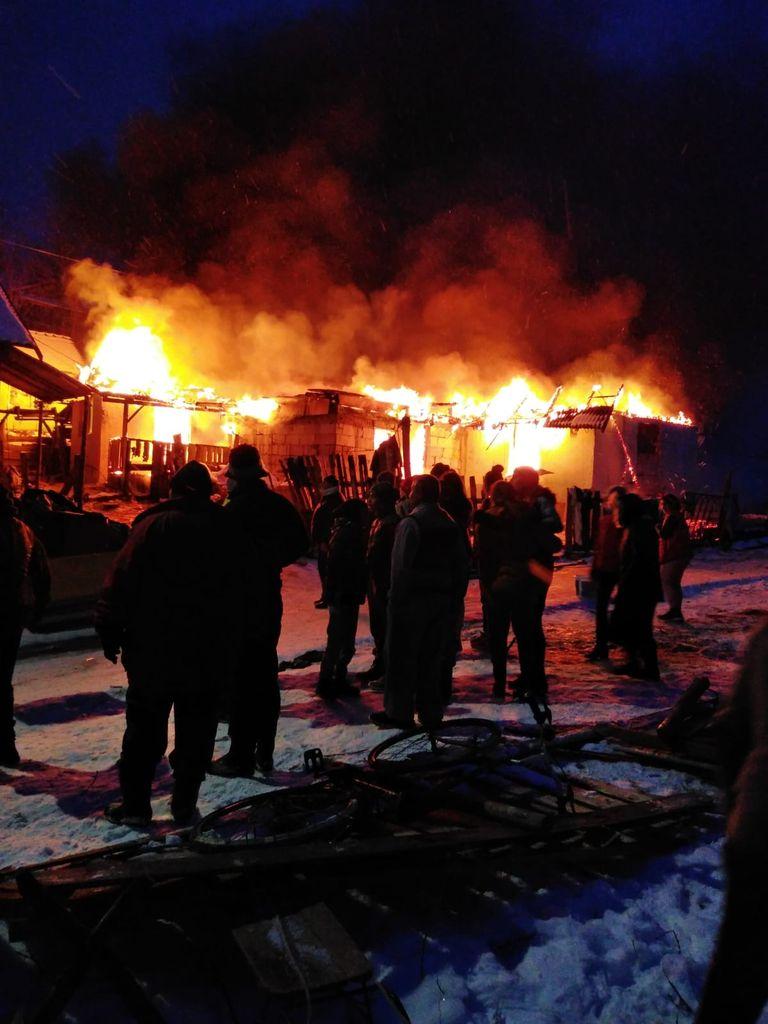 Incendiu violent la Viile Tecii, intervenție dificilă a pompierilor (FOTO)