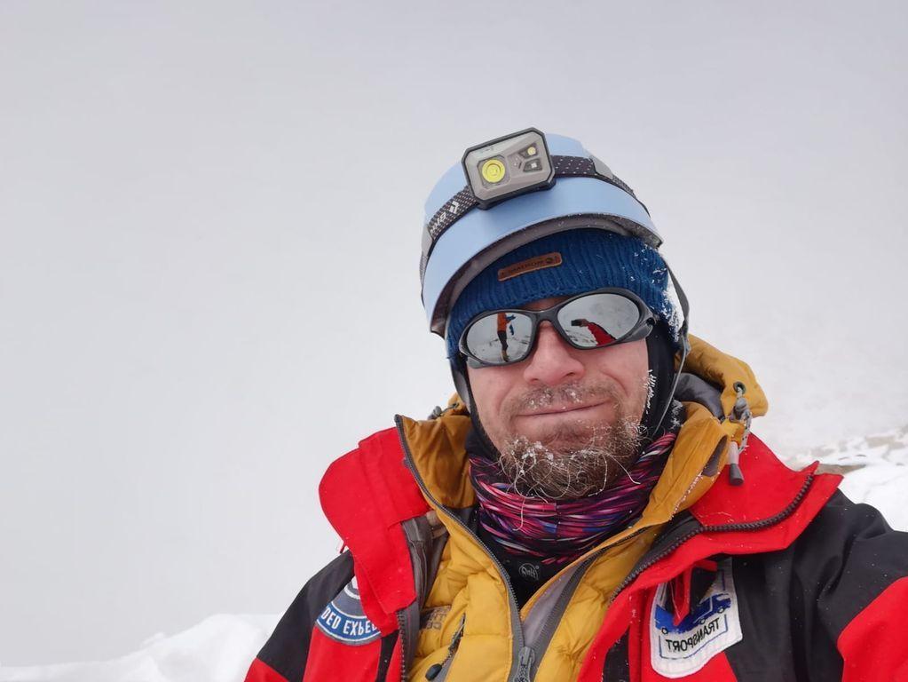 Alpinistul Radu Turtă din Sângeorz-Băi a escaladat cel mai înalt vulcan din lume (FOTO)