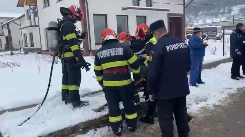 Bărbat rănit în urma unei explozii produse într-o gură de canal (VIDEO)