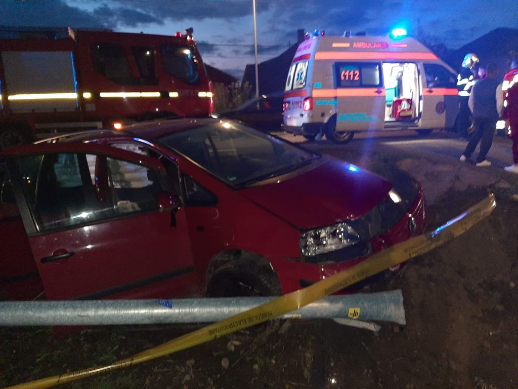 Accident la Unirea. Două persoane rănite. Șofer băut și fără permis (FOTO)