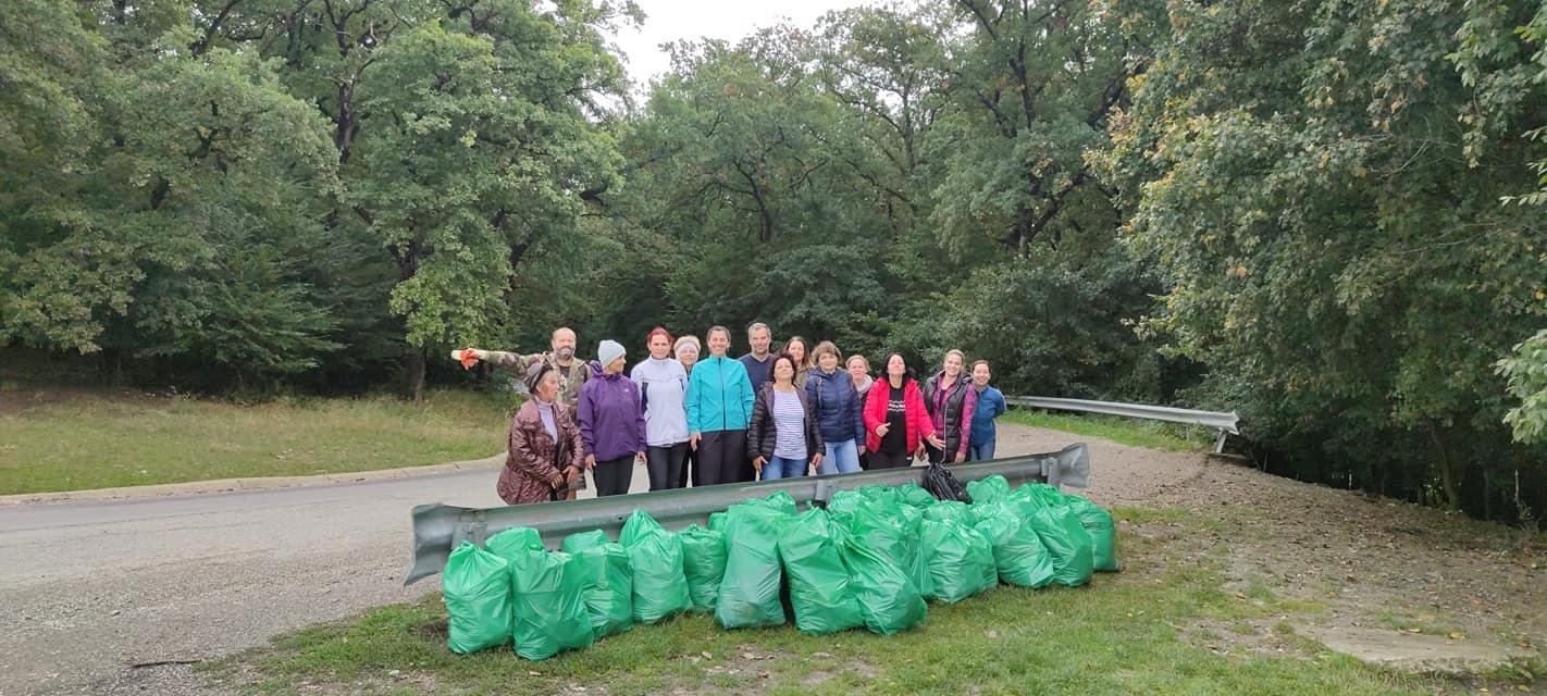 Numeroși voluntari au strâns gunoaie în Ziua de Curățenie Națională (FOTO)