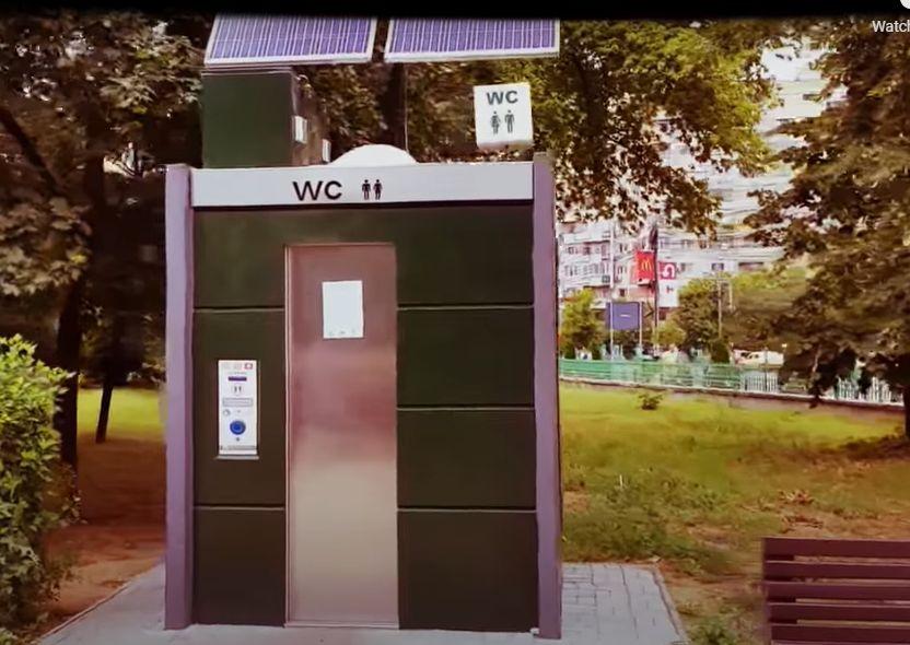 Primăria Bistrița cumpără cu peste 450.000 de lei primele două toalete smart